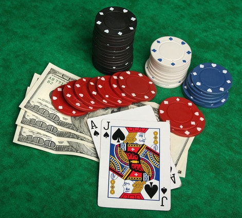 Pelaa blackjackia oikealla rahalla